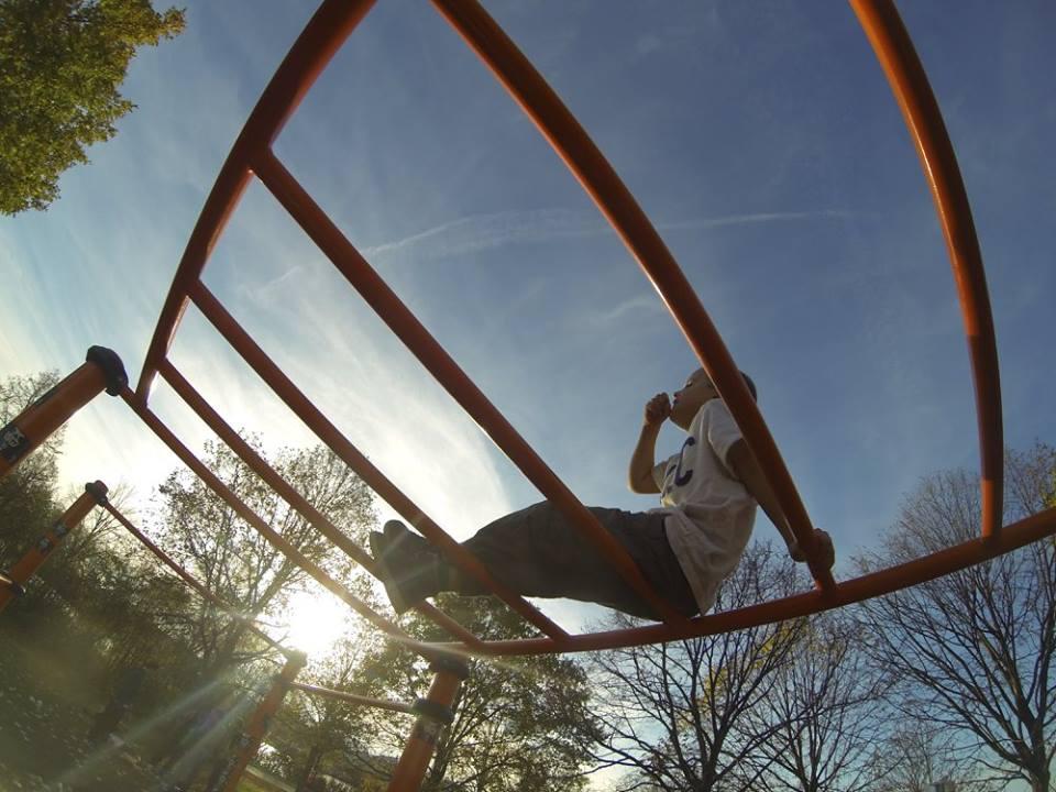 Freiluft Workout mit WIG und ISW Genuß von süßigen Naschen auf Leiter