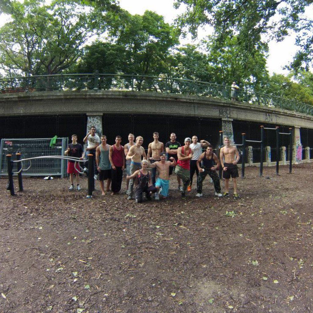 Gruppenfoto - Event: ISW mit Team Physix aus Street Workout Poland an Roßauer Lände Vienna Austria. Gratis Training Fitness, Calisthenics + überraschend Experte