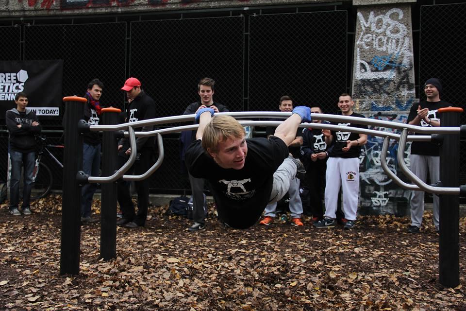 ISW Event FixFit Körperhaltung unter Barren