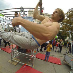 isw-streetlife-festival-2016-daumen-hoch- Großartig - Überraschende Weg - lebenslange Motivation mit Wahrheit – garantiert Gratis Training - Fitness - Calisthenics - Vienna Österreich - Austria Wien – kostenlos Street Workout