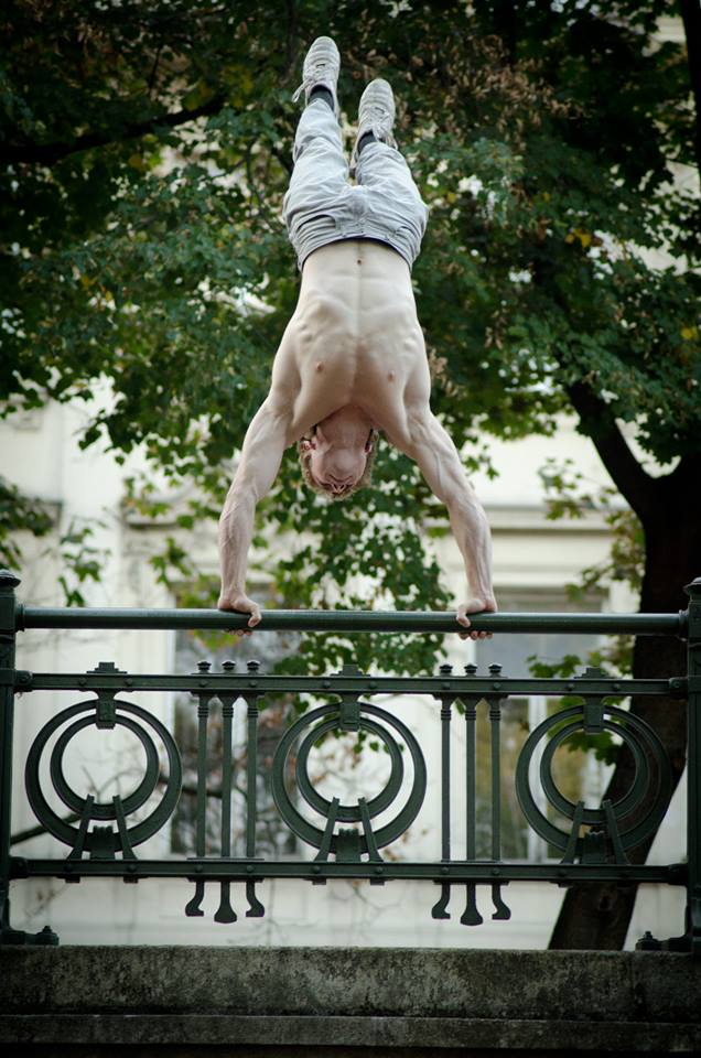 OLEKSII THE MAN THAT MAKES MIRACLES Handstand and green wonder