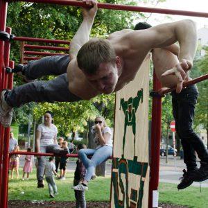 ISW Event - Das Fest der Nachbarschaft - One Arm Back Lever + ISW Leinwand - ultimativ überraschende Wahrheit - Motivation - sicher Experte - Gratis Training - Fitness - Calisthenics - Street Workout - Vienna Österreich - Austria Wien