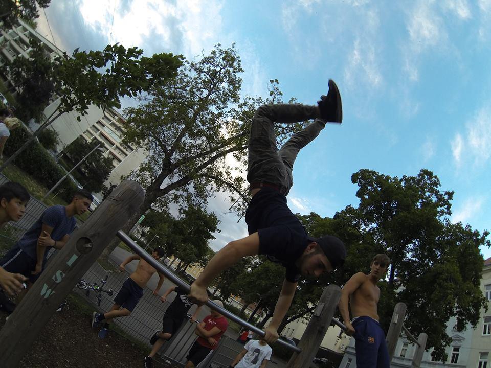 TRAINING ISW JZ16 Sprung nach Handstand