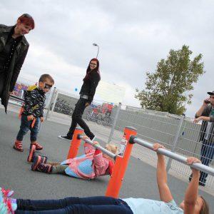 Eröffnung des Sportplatzes für Jugendliche - Gemeinsames Training von Kindergarten und Schule - Vienna Österreich - Austria Wien - Motivation - Gratis Training - Street Workout - Calisthenics - Fitness - GroßartiG