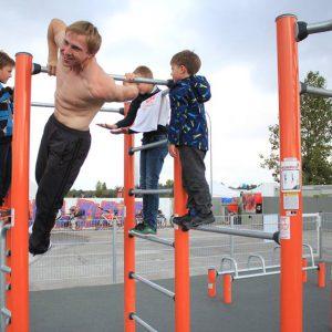 Eröffnung des Sportplatzes für Jugendliche - Königer Muscle up mit Jungs - Vienna Österreich - Austria Wien - Motivation - Gratis Training - Street Workout - Calisthenics - Fitness - GroßartiG
