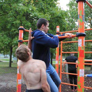 Freiluft Workout mit Schwerpunkt Dehnen und Flexibilität - Gespannte Situation - Vienna Österreich - Austria Wien - Motivation - Gratis Training - Street Workout - Calisthenics - Fitness - GroßartiG