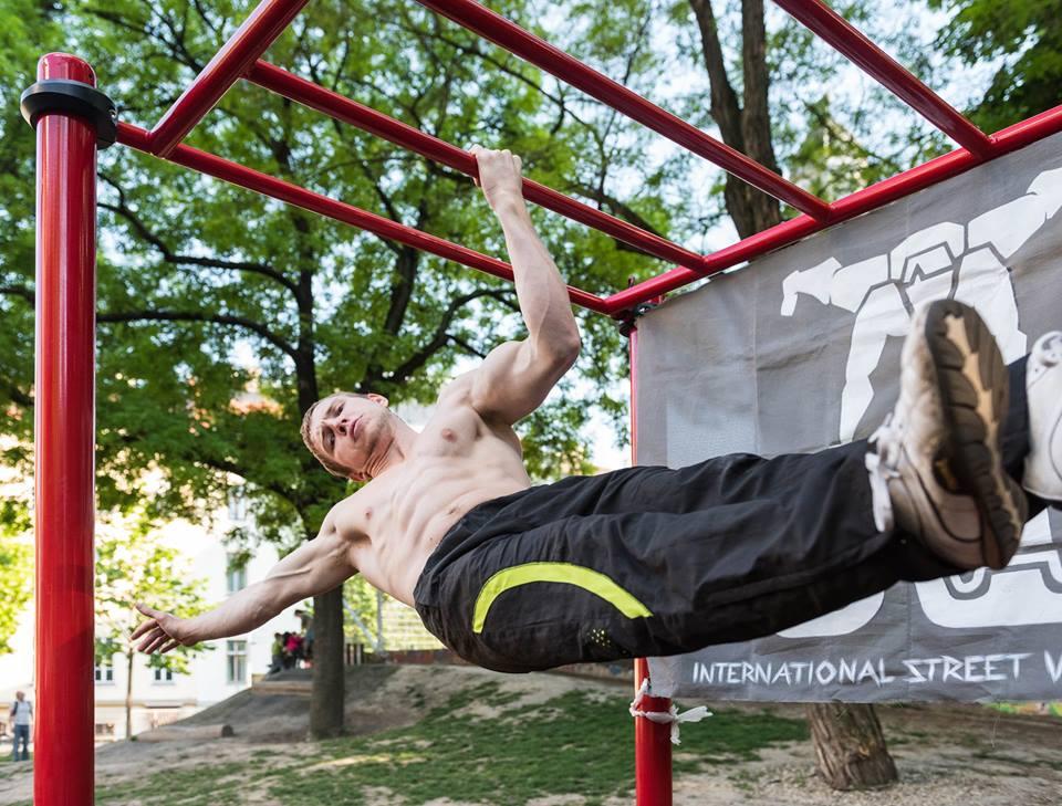 International Street Workout ISW - Österreich Wien - Vienna Austria - Esterhazypark - Ergreife eine einzige Idee. Laß Gehirn, Muskeln, Nerven, jeden Teil deines Körpers von dieser Idee