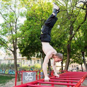 International Street Workout ISW - Österreich Wien - Vienna Austria - Esterhazypark - Handstand auf roten Leiter