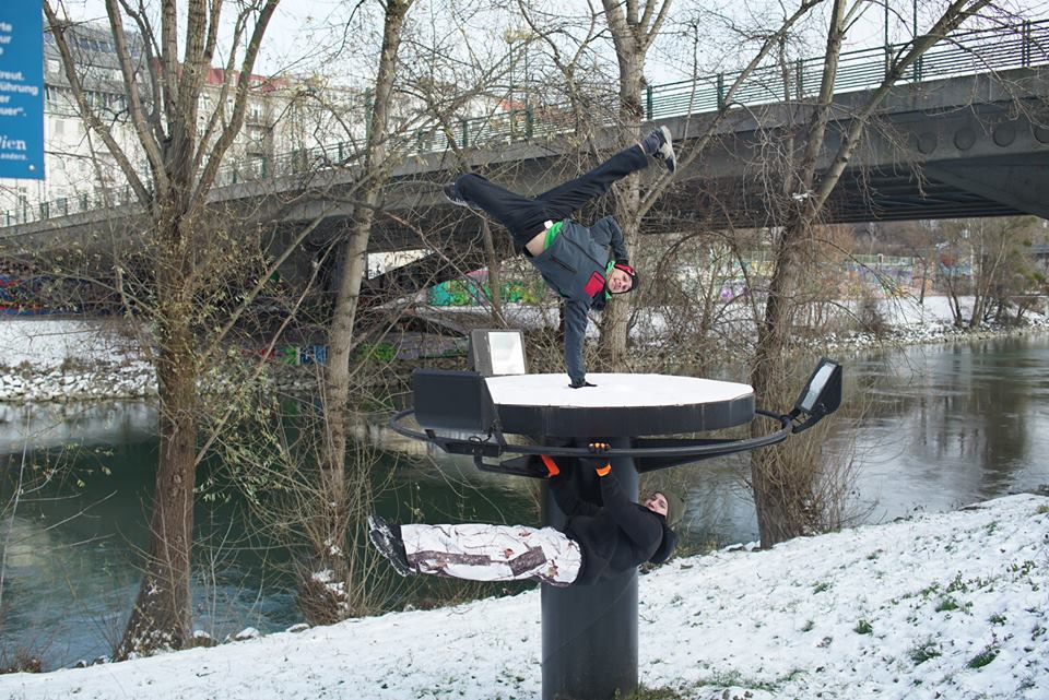 International Street Workout ISW - New Year Workout - Roßauer Lände - Donaukanal - Front Lever with One Hand Handstand