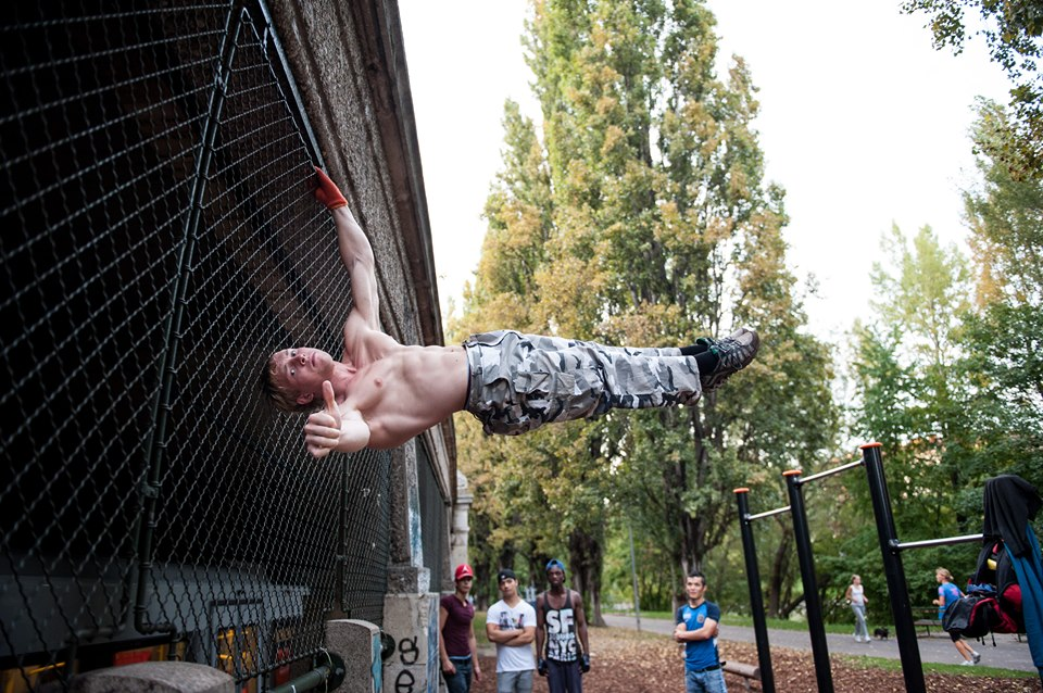 International Street Workout ISW - Vienna Austria - Österreich Wien - One arm + Head - Human Flag - Oleksii Odnolkin - September 2016