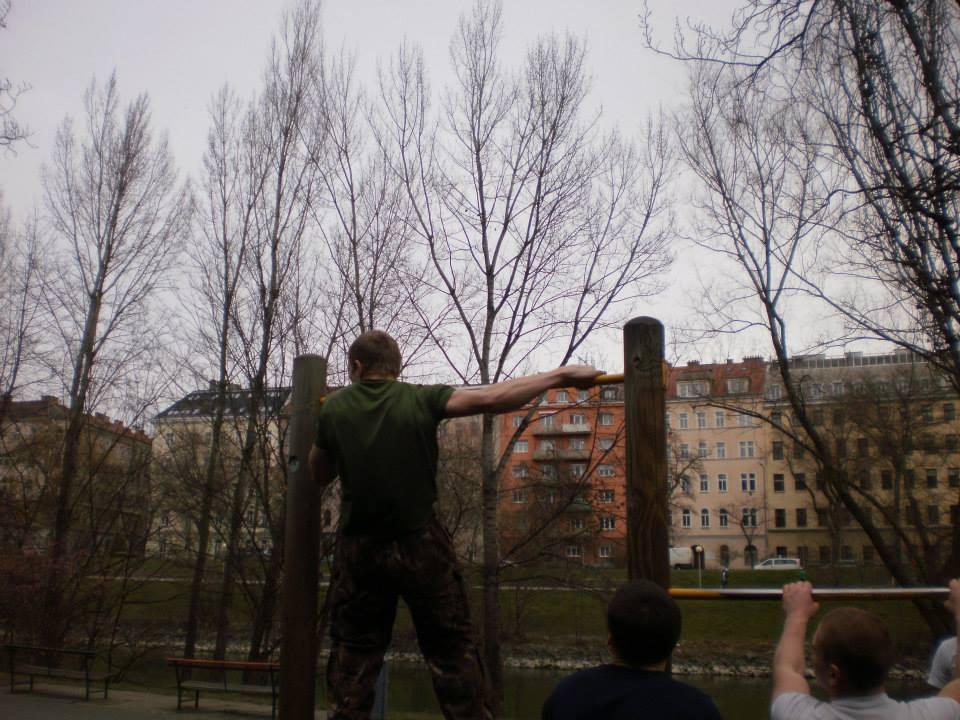 International Street Workout ISW - Vienna Austria - Training - Bemühung, die Gesundheit zu erhalten Nicht bis zur Sättigung essen, sich vor Anstrengung nicht scheuen!
