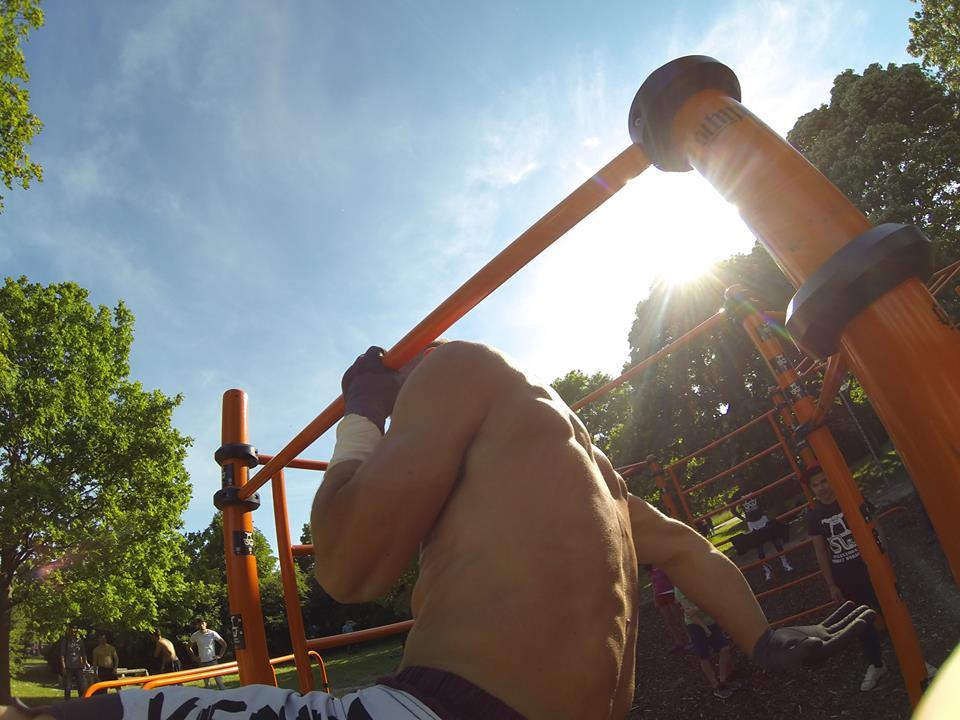 International Street Workout ISW - Österreich Wien - Vienna - Roßauer Lände - Training - Calisthenics - Um Kraft für den Tag zu schöpfen, sollte man das Haus verlassen und dem Sonnenaufgang zusehen