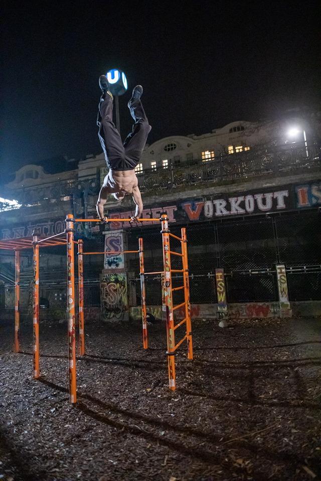 Auch in den Pfützen schimmern die Sterne - Oleksii Odnolkin - ISW - Street Workout - Calisthenics - International - Motivation - Vienna - Austria - Österreich - Wien - Roßauer Lände - Training - Outdoor - Gratis - Gemeinsam - Gewiss