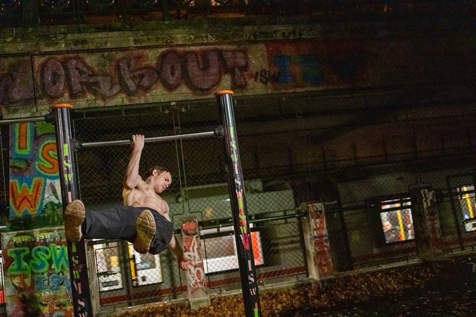 Die Kunst beschäftigt sich mit dem Schweren und Guten - Oleksii Odnolkin - ISW - Street Workout - Calisthenics - International - Motivation - Vienna - Austria - Österreich - Wien - Roßauer Lände - Training - Outdoor - Gratis - Gemeinsam - Gewiss