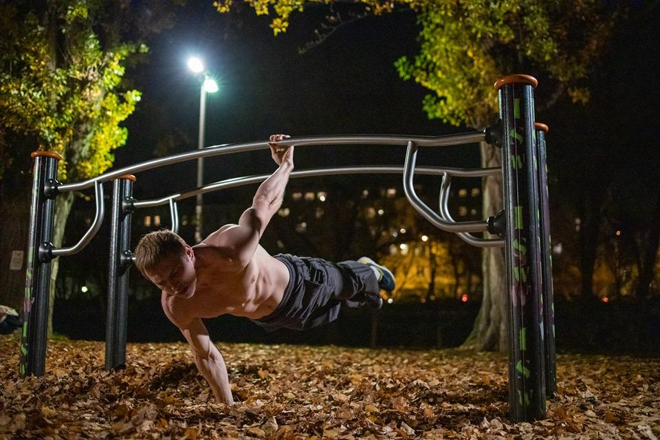 Sehnsucht zum Licht ist des Lebens Gebot - Oleksii Odnolkin - ISW - Street Workout - Calisthenics - International - Motivation - Vienna - Austria - Österreich - Wien - Roßauer Lände - Training - Outdoor - Gratis - Gemeinsam - Gewiss