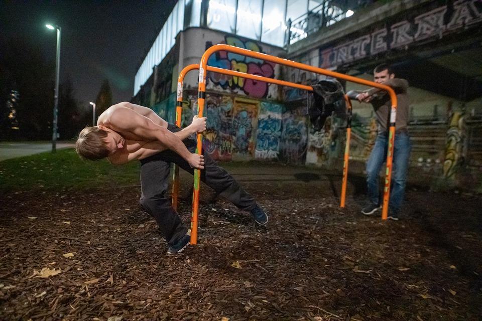 Wenn du es eilig hast, gehe langsam - Oleksii Odnolkin - ISW - Street Workout - Calisthenics - International - Motivation - Vienna - Austria - Österreich - Wien - Roßauer Lände - Training - Outdoor - Gratis - Gemeinsam - Gewiss