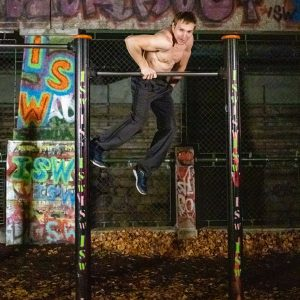Wer den Tag mit einem Lächeln beginnt, hat ihn bereits gewonnen - Oleksii Odnolkin - ISW - Street Workout - Calisthenics - International - Motivation - Vienna - Austria - Österreich - Wien - Roßauer Lände - Training - Outdoor - Gratis - Gemeinsam - Gewiss