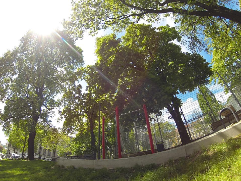 Forschneritschpark - Trainingspark ISW - Vienna - Österreich Wien - Rudolfsheim-Fünfhaus - Reckstangen für Sonne