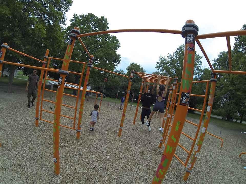ISW + WIG + FOX Initiative Gesunde Bezirke Wien - Austria - Donauinsel Trainingspark - Pädagogen sind auch mal müde. Erziehung ist eine Wanderung, keine Flugreise